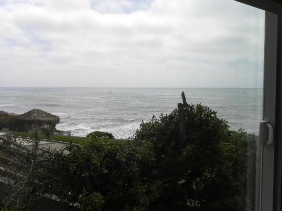 The Inn at Sunset Cliffs: View from first bedroom window