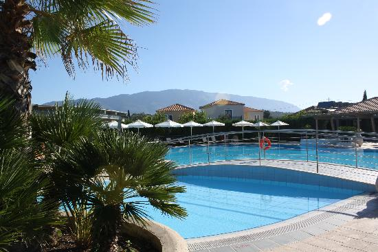 Avithos Resort: The pool, always clean