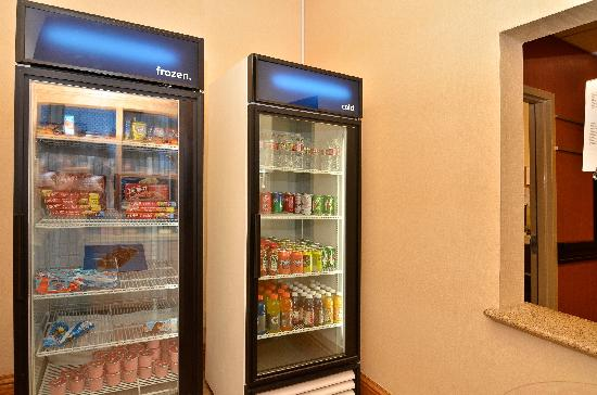 Hampton Inn & Suites Nacogdoches: On-Site Convenience Store