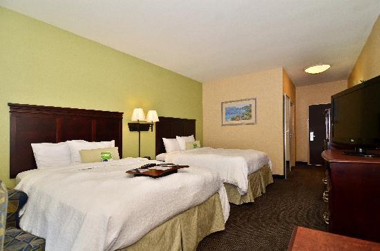 Hampton Inn & Suites Nacogdoches: Guest Room