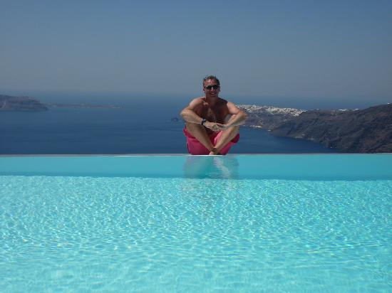 Anastasis Apartments: Infinity pool