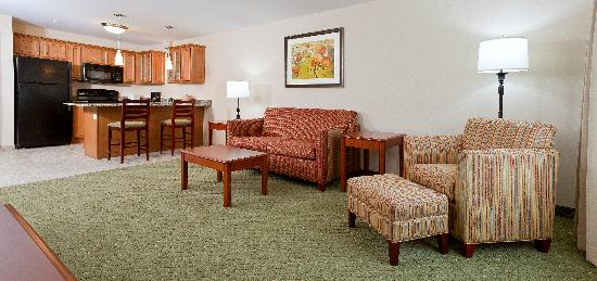 White River Inn and Suites: Suites living area