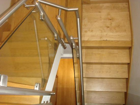 Quebecs Luxury Apartments: stairs that lead to bedroom