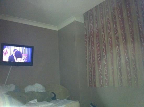 Gardens Hotel: room
