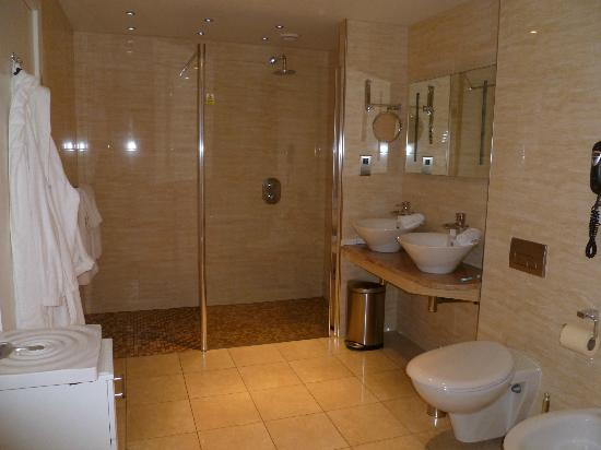 Sefton Hotel: Hillary Suite bathroom