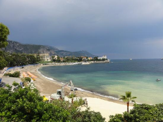 Hotel Royal-Riviera : View from hotel terrace across bay