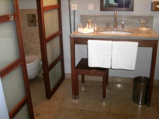 Neuhardenberg, เยอรมนี: Bad mit Waschbereich und Blick in den Toilettenbereich