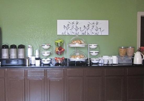 Sleep Inn Concord: Breakfast Counter