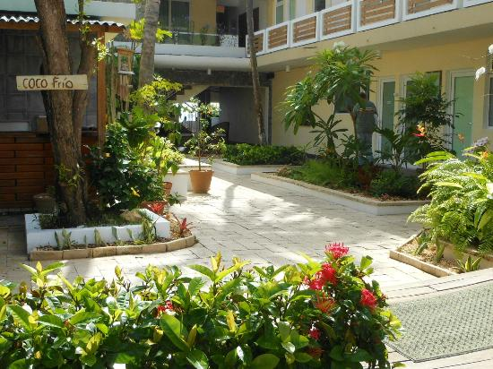 La Playita: Hotel courtyard