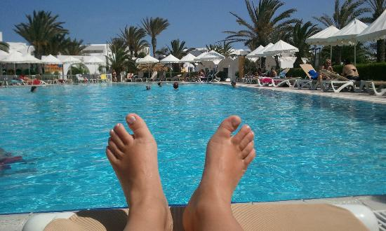 D tente au bord de la piscine bild von hotel meninx for Bord de la piscine