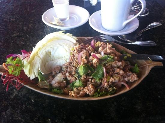 L'Thai West Organic Restaurant: spicy chicken salad