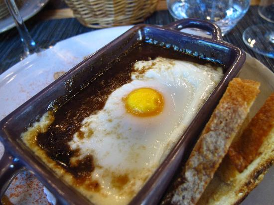 L'Auberge Saint Pierre : Egg poached in Red Wine