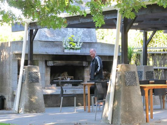waiau country estate: BBQ on the terrace