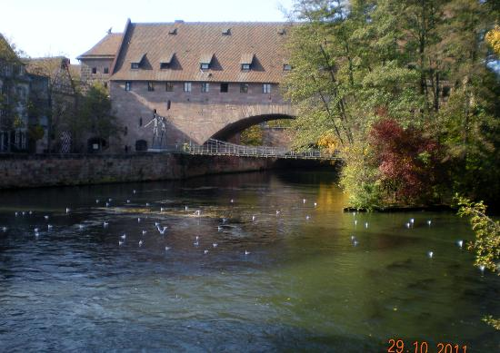 Heilig-Geist-Spital: Building is over the river Pegnitz