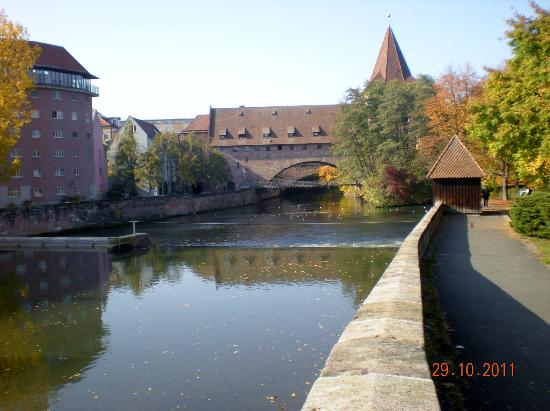Heilig-Geist-Spital: Walk along the river, you will see beautiful architecture