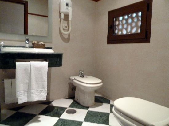 Hotel Las Almenas: Bathroom