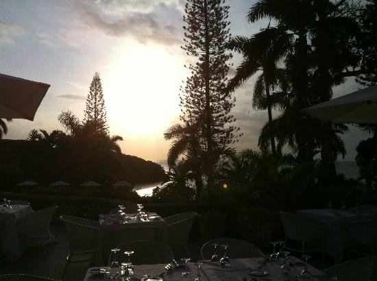 Couples Sans Souci: Sunset from the lobby