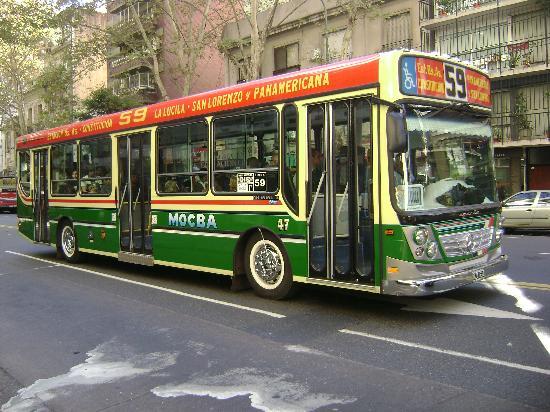Waldorf Hotel: Autobus típico argentino.Lindo !