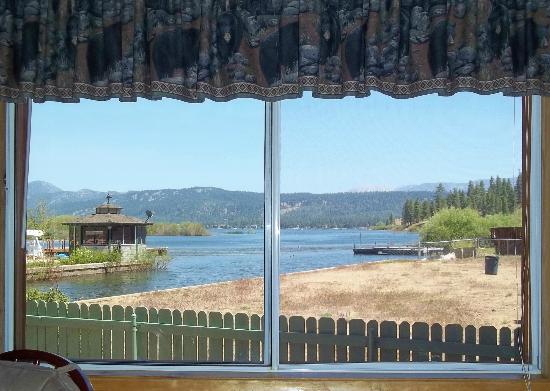 Quail Cove Lakeside Lodge: View from bedroom Cabin #2
