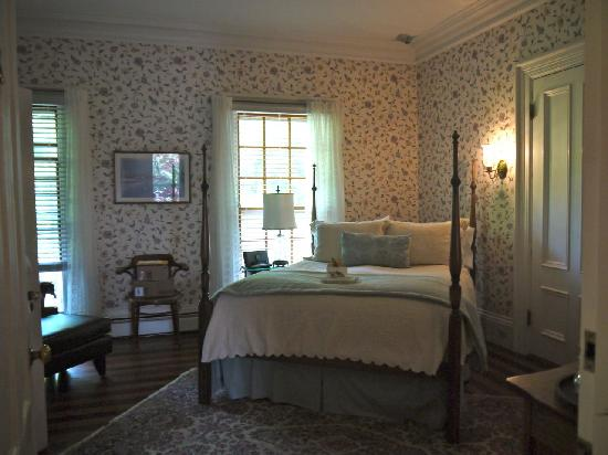 Captain Freeman Inn: Orleans room