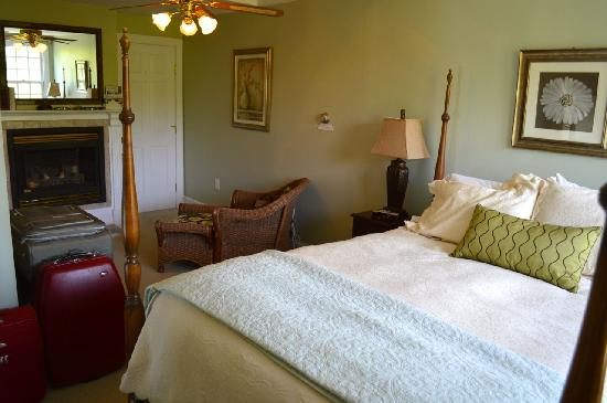 Captain Freeman Inn: Wellfleet room