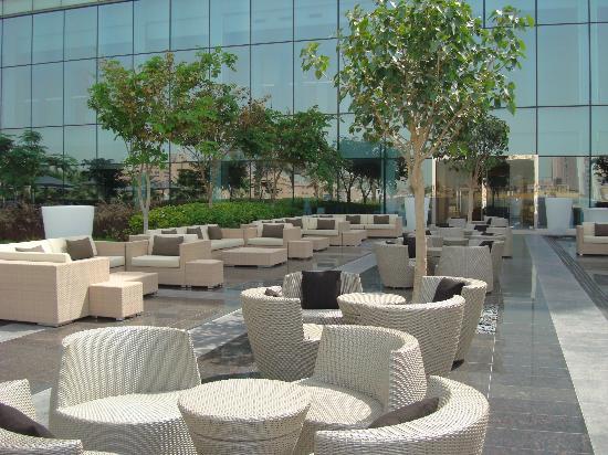 Fairmont Bab Al Bahr: Lounge en los jardines del hotel