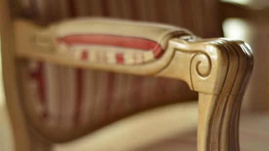 Holiday Chalet: Detail of the Chair in my room