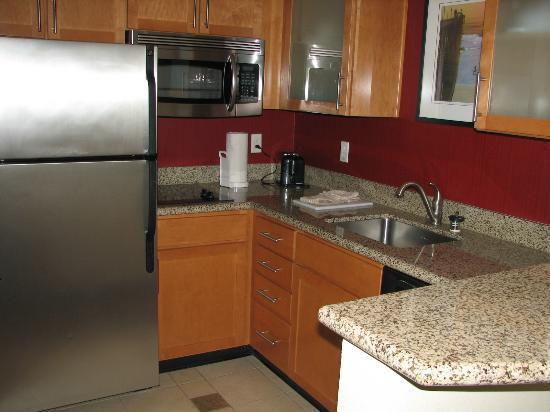Residence Inn San Diego Oceanside: kitchenette