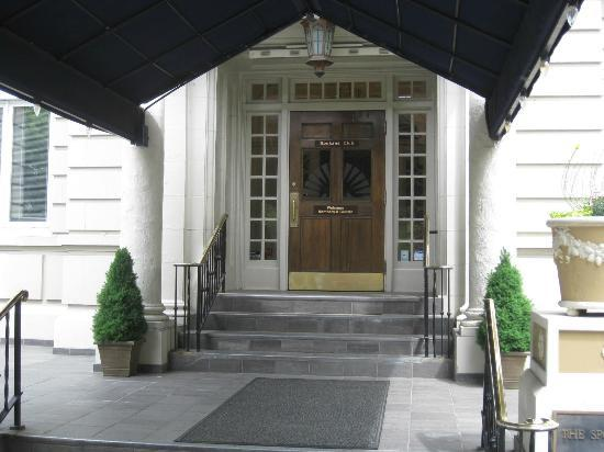 Spokane Club Inn: Hotel front entry