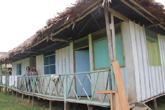 Maniti Expeditions Eco-Lodge: Outside of our accomodations