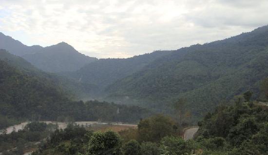 Bhalukpong Tourist Lodge: Tenga valley below