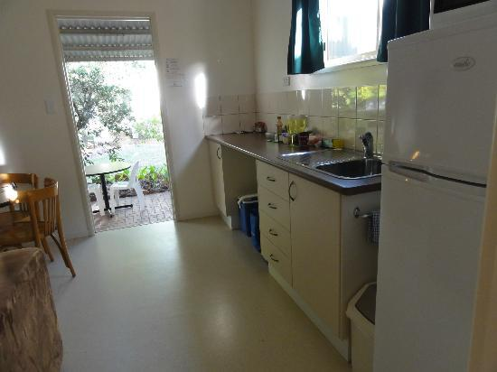Bedrock Village Caravan Park: Kitchen with good sized fridge