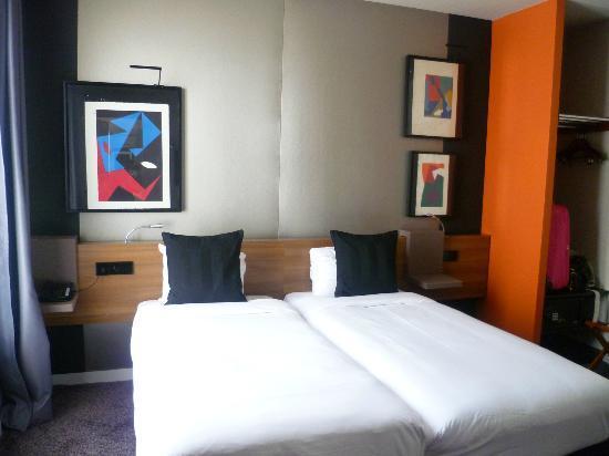 Fred Hotel: quarto