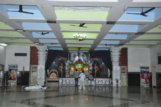 Noida, Índia: Present huge Temple Prayer Hall