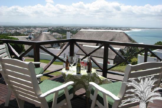 Cycads on Sea Guesthouse: Drinks on the deck