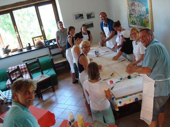 Agriturismo Borgo Casaglia: Borgo Casaglia lezione di tagliatelle