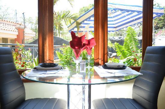 Meltonia Luxury Suites: Restaurant