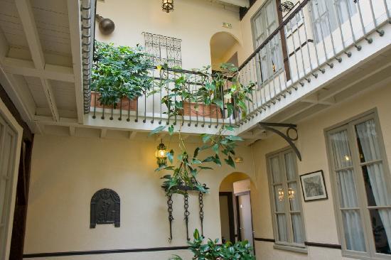 Grand Hôtel d'Orléans : Patio intérieur de l'hôtel