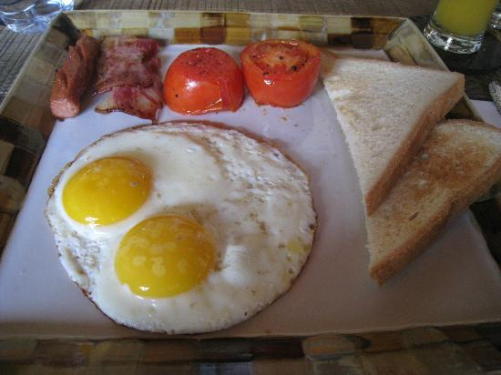 Villa Seriska Bali: Freshly prepared hot American breakfast