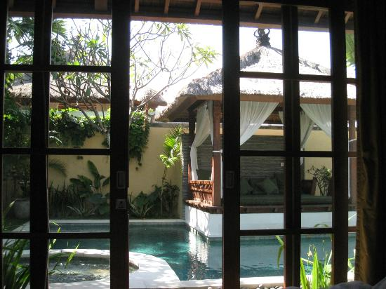 Villa Seriska Satu: View of pool and bale from guest room