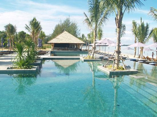 Beyond Resort Khaolak: Pool area