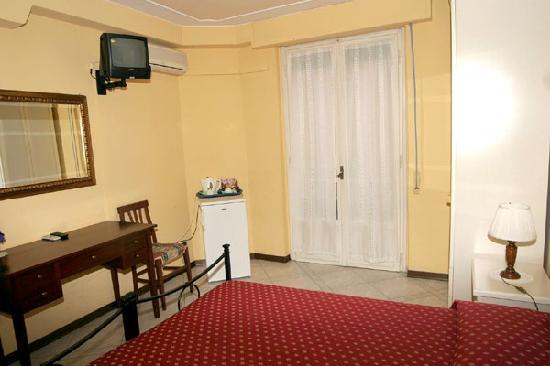 camera doppia - Foto di Soggiorno Alessandra, Firenze - TripAdvisor