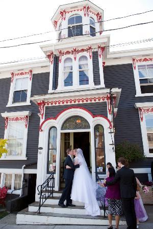 Mariner King Inn: Our Wedding Extravaganza!