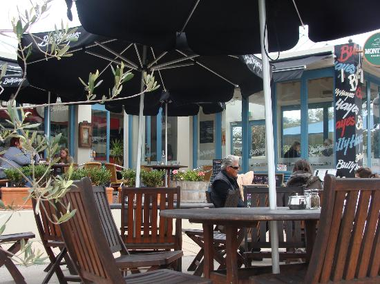 Bully Hayes Restaurant & Bar: Bully Hayes. Indoor & outdoor dining.