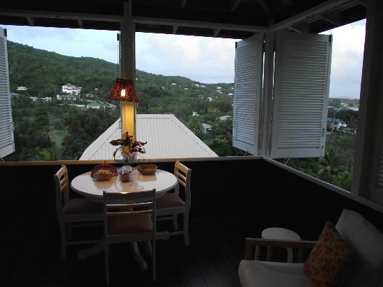 Sugarapple Inn: Dining table and view from Kitchen/diner
