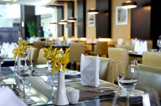 TIME Oak Hotel & Suites: Petals Restaurant