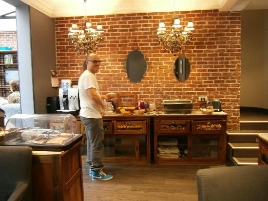 Atelier Montparnasse : tavolo della colazione