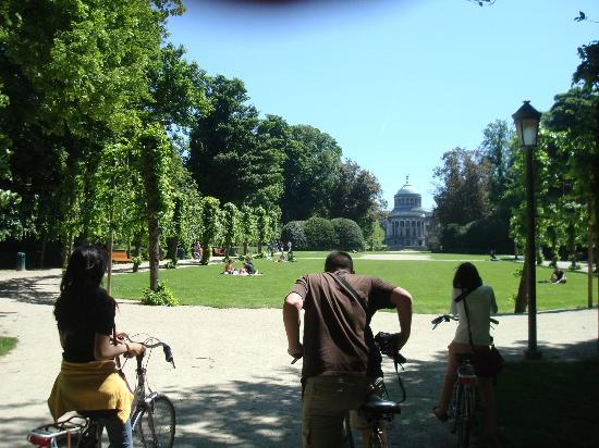 Groovy Brussels : Park at the top of the last big hill