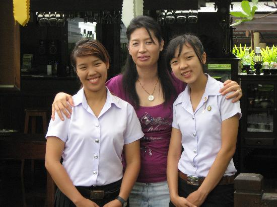 Oriental Siam Resort : Girls at breakfast