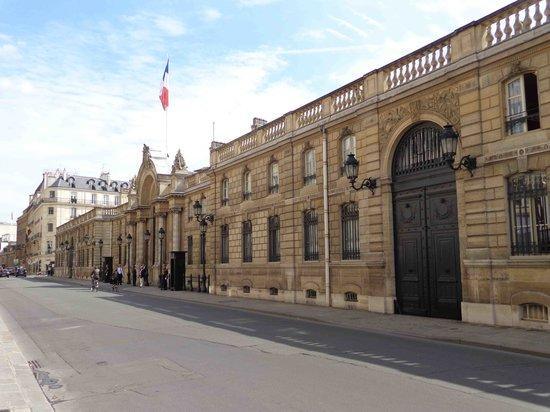 Hotel Near Grande Arche de la Defense | Renaissance Paris